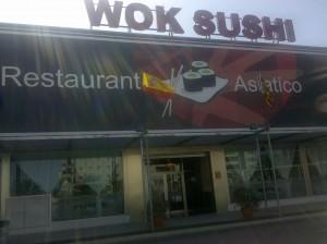 Puerta de sushi Wok en Elche